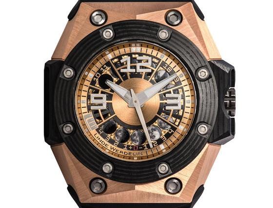 Front of Linde Werdelin Oktopus Moon Gold 3DTP Carbon watch